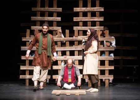 نمایش «بیداری به وقت خون» به نویسندگی و کارگردانی احسان جانمی در تالار هنر به روی صحنه رفت.